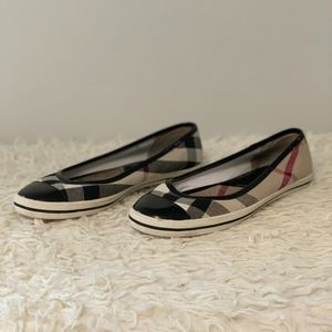 LIKE NEW Classic BURBERRY Canvas Flats Size 8.5